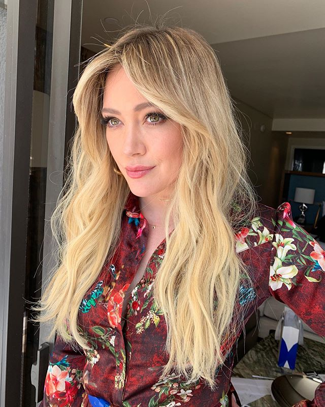 70s bangs haristyle hillary duff