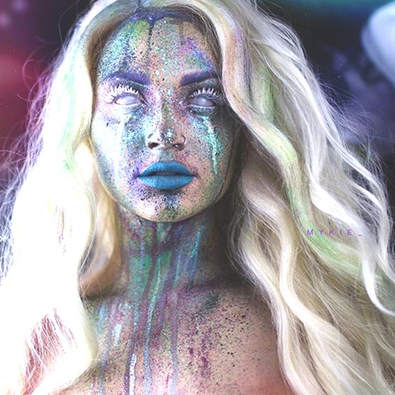alien glittery makeup idea for halloween