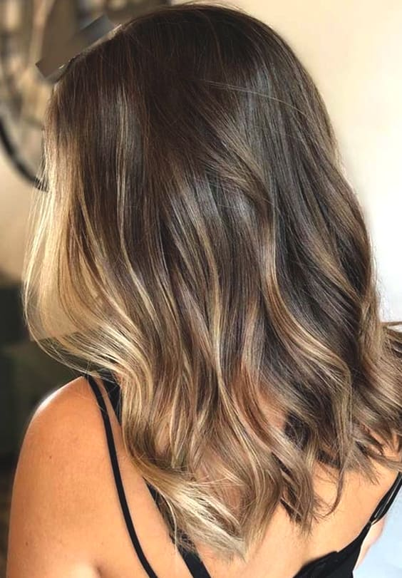 caramel highlights fall hair trends