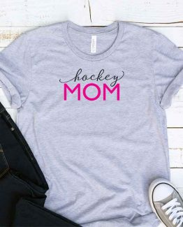 T-Shirt Hockey Mom, Funny Hockey Mama, Hockey Mom Saying Tee, Hockey Shirt Design Ideas, Plus Size Hockey Outfit, Hockey Parents, Hockey Apparel. Printed and delivered from USA or UK.