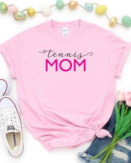 T-Shirt Tennis Mom, Funny Tennis Mama, Tennis Mom Saying Tee, Tennis Shirt Design Ideas, Plus Size Tennis Outfit, Tennis Parents, Tennis Apparel. Printed and delivered from USA or UK.
