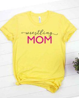 T-Shirt Wrestling Mom, Funny Wrestling Mama, Wrestling Mom Saying Tee, Wrestling Shirt Design Ideas, Plus Size Wrestling Outfit, Wrestling Parents, Wrestling Apparel. Printed and delivered from USA or UK.